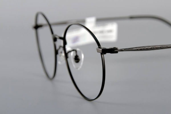 Góc hỏi đáp: Cận 0.5 độ có nên đeo kính hay không?