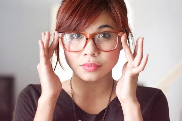 Lần đầu đeo kính cận cần phải làm gì?