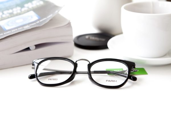 Cách phân biệt mắt kính hàng hiệu chuẩn xác nhất