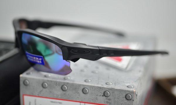 Phân biệt kính Oakley thật - giả chuẩn xác 100%