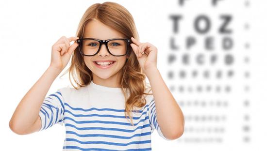 Cận thị không đeo kính có sao không?